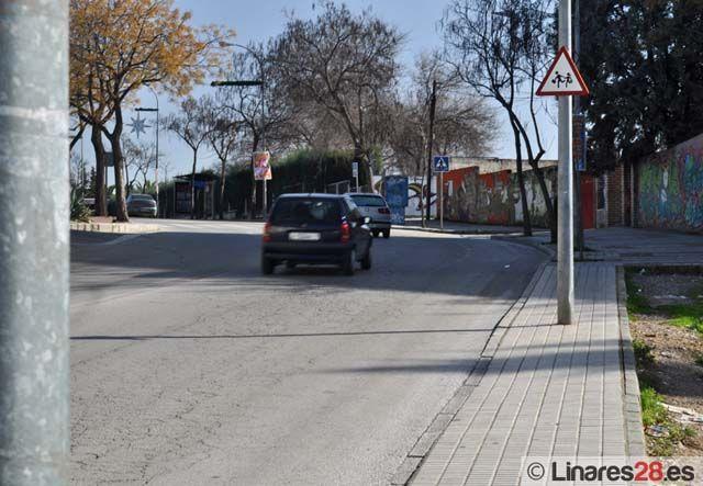 El otro Linares: Farolas en medio del acerado