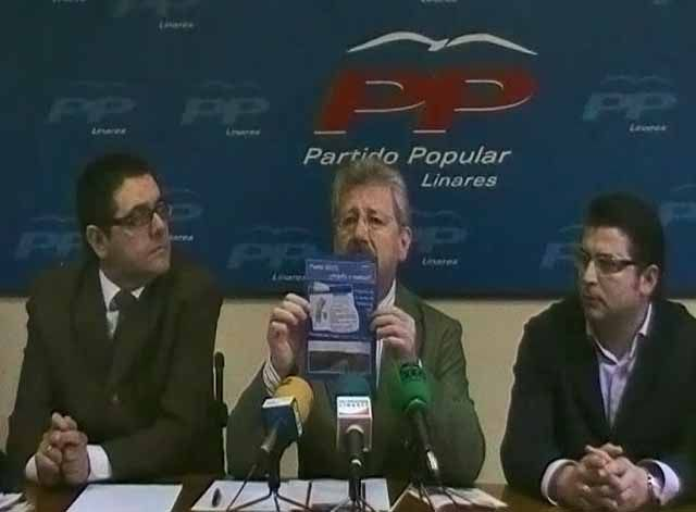 """El PP """"desmonta"""" el programa electoral del PSOE y presenta su folleto del Puerto Seco"""