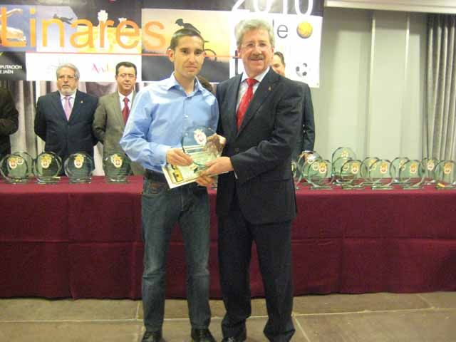 Dionisio Martín Bueno recibió el premio al mejor Atleta Popular de Linares 2010