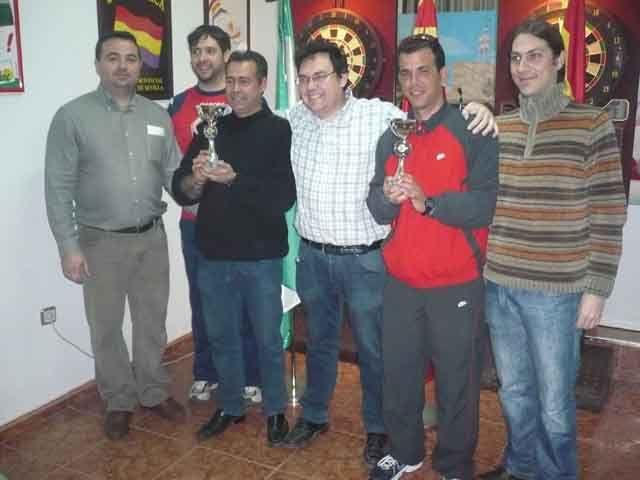 IU-PCA celebra el primer campeonato de dardos por parejas con un rotundo éxito