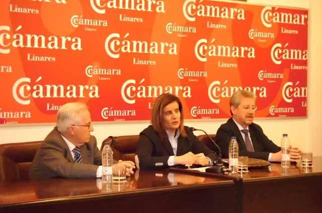 Fátima Báñez y Antonio Martínez se reúnen con la Cámara de Comercio de Linares