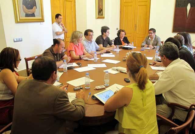 La nueva estructura de gobierno de la Diputación primará la asistencia a los municipios y contará con un área específica de agricultura y medio ambiente