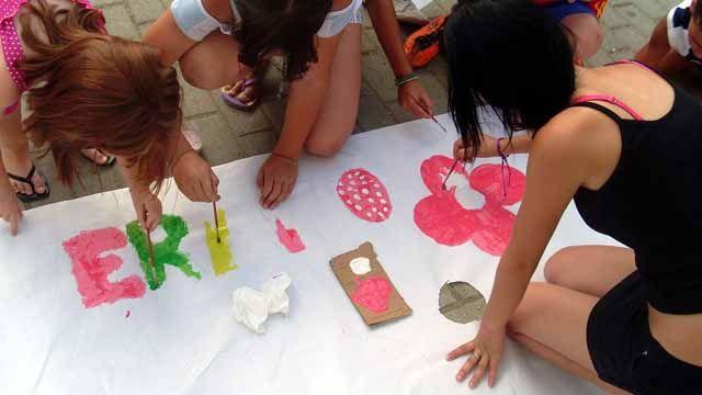 """Los programas """"Aula de verano"""" y """"Tu barrio en verano"""" generan un espacio de convivencia y ocio para menores y familias del """"Peñón de Rodrigo"""" en Mancha Real"""