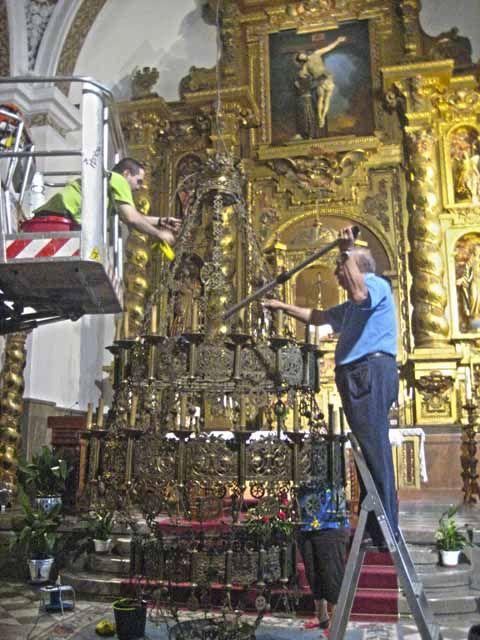 Puesta a punto de la lámpara central de la Iglesia de San Francisco