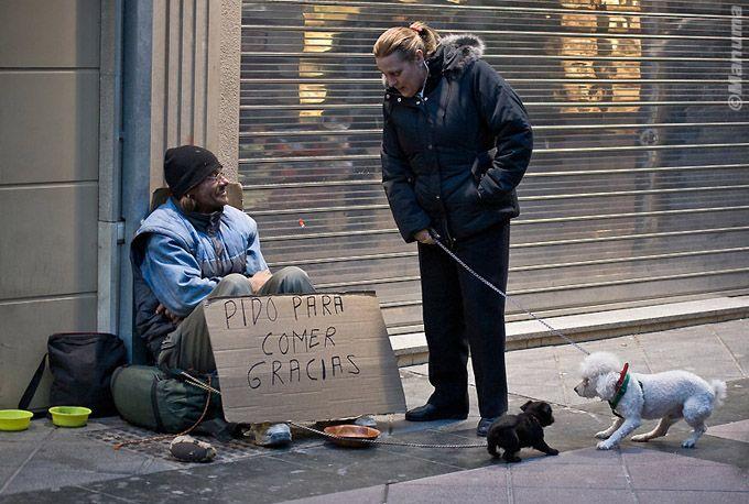 Ayudando a un sin techo