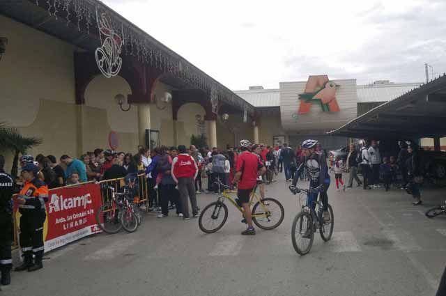 Cientos de bicicletas invaden el asfalto de Linares