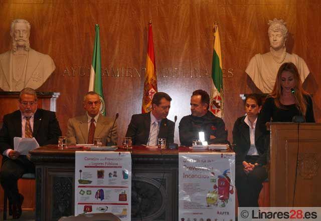 El Alcalde de Linares presenta la Semana de la Prevención de Incendios 2011