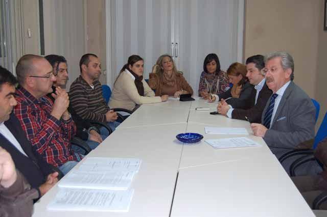 """Trabajadores del colectivo B del acuerdo marco para la activación del """"Plan Linares Futuro"""" se reúnen con los Concejales del Partido Popular de Linares"""
