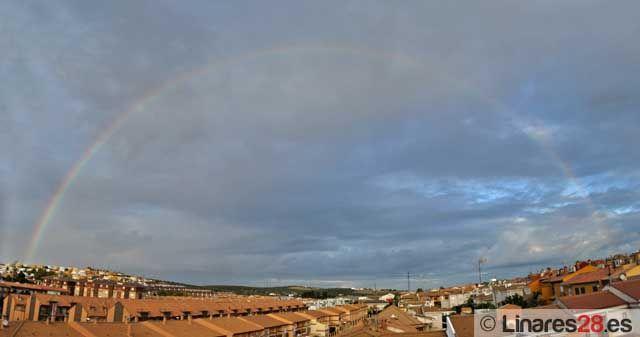 El arco iris adorna el cielo de Linares