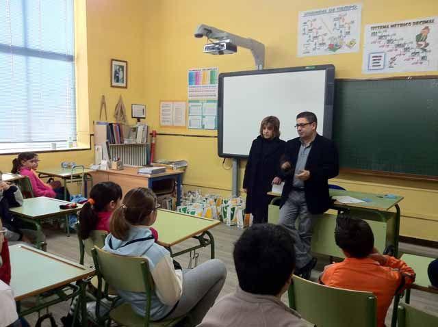 Francisco Reyes acerca el trabajo de la Diputación de Jaén a alumnos de primaria de Baeza