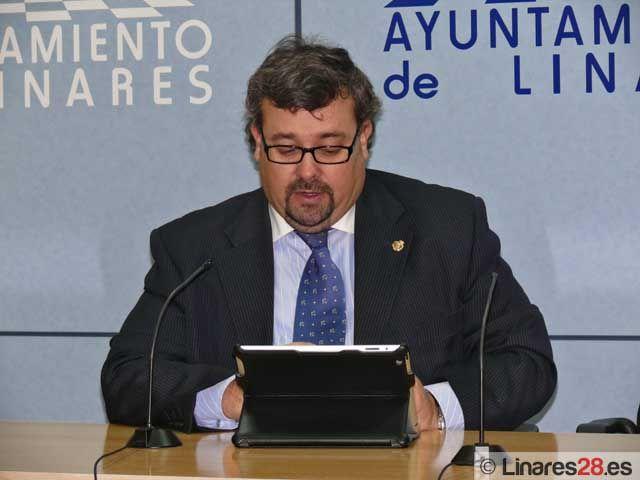 El concejal de Hacienda adelanta detalles del Presupuesto Municipal para 2012 en Linares