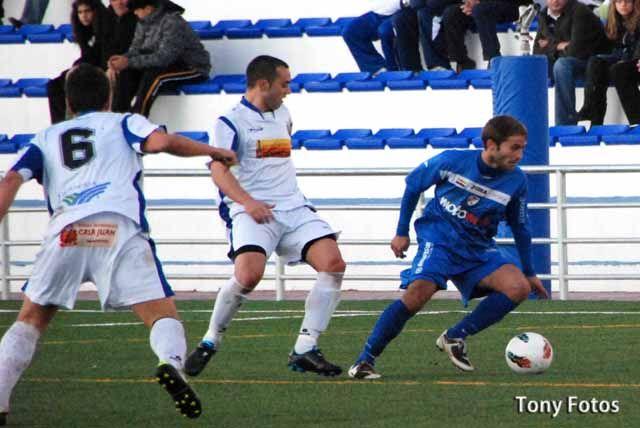 El Linares Deportivo reacciona y Chendo hace un hat-trick