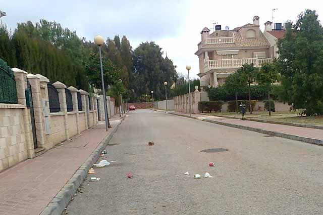 Denuncian suciedad y molestias en la Urbanización Virgen de Linarejos