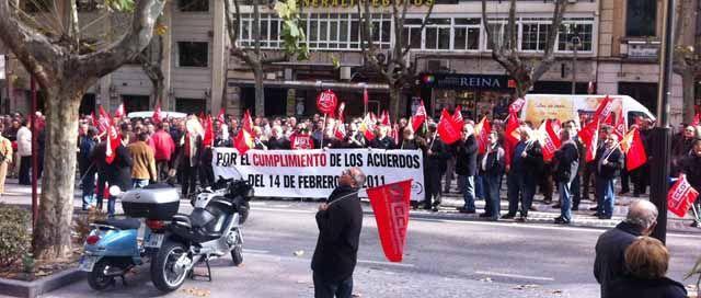 """Trabajadores del Parque de Santana se manifiestan en Jaén por los """"retrasos"""" en los acuerdos del Plan Linares Futuro"""