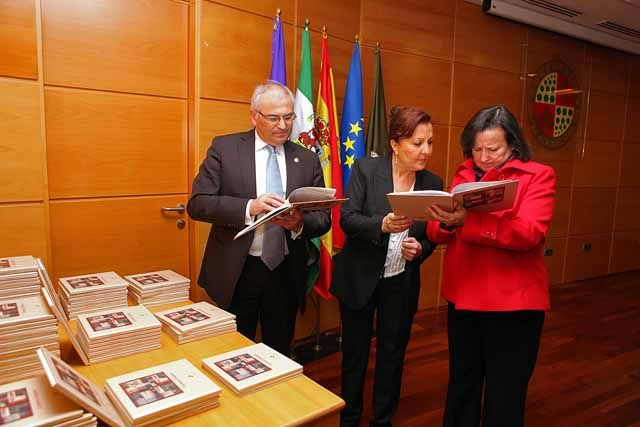 La Universidad de Jaén rinde homenaje a la cantaora Carmen Linares