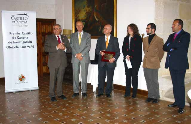 """Entregado el I Premio Castillo de Canena de Investigación Oleícola """"Luis Vañó"""""""