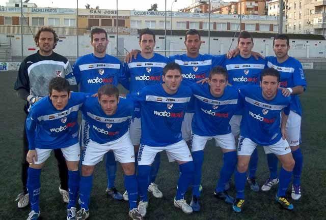 El Linares Deportivo vuelve de Málaga líder