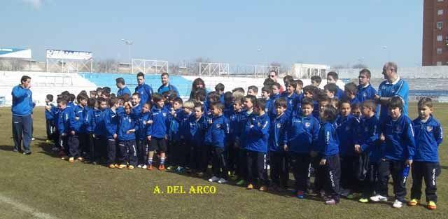 El Linares C.F. 2011 se presenta ante la afición linarense