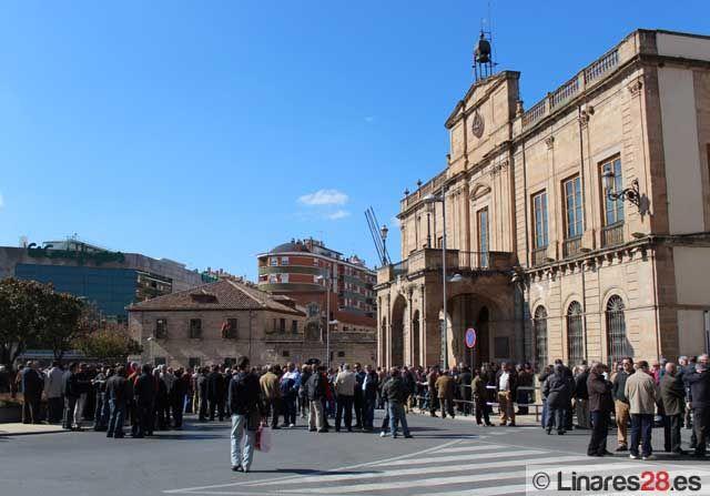 Los ex trabajadores de Santana se vuelven a manifestar en la Plaza del Ayuntamiento