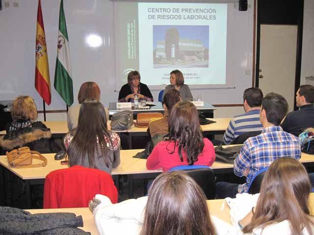 Doscientos alumnos de cursos de Formación Profesio-nal para el Empleo de Jaén conocen la actividad del Centro de Prevención Doscientos alumnos de cursos de Formación Profesio-nal para el Empleo de Jaén conocen la actividad del Centro de Prevención Doscientos alumnos de cursos de Formación Profesio-nal para el Empleo de Jaén conocen la actividad del Centro de Prevención