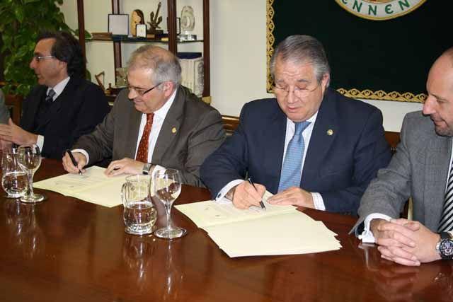 La Universidad de Jaén y el Colegio de Abogados de Jaén firman el convenio para impartir el Máster Universitario en Abogacía
