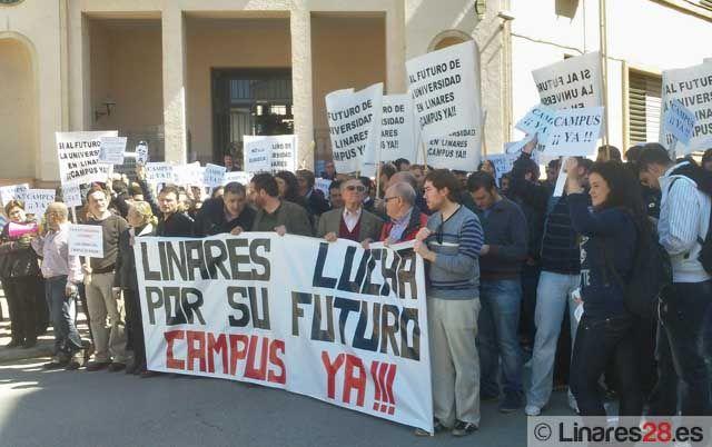 Concentración y encierro en la EPS de Linares