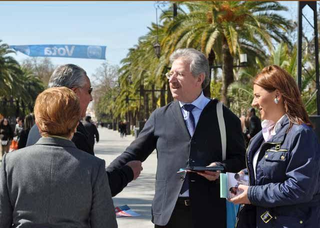 El Partido Popular de Linares reparte propaganda electoral en el último día de campaña