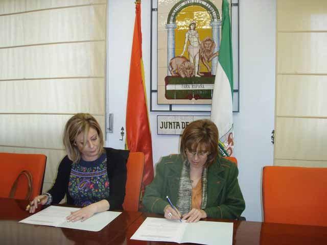 La Junta de Andalucía renueva con el Colegio de Psicólogos  el convenio de colaboración entre ambas instituciones