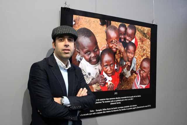 Una exposición fotográfica en la Universidad de Jaén conciencia sobre la realidad de la mujer y los menores en África