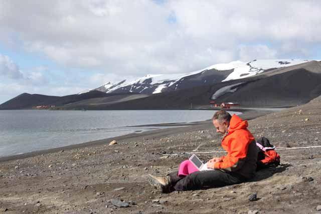 Un profesor de la UJA participa en el seguimiento de la actividad sísmovolcánica de la Isla Decepción en la Antártida