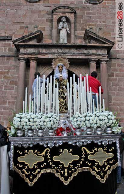 La procesión del Santo Entierro se encarga de cerrar el Viernes Santo linarense