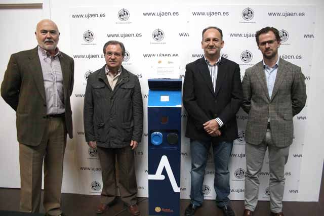 La Universidad de Jaén presenta en BIÓPTIMA un punto de recarga para coches eléctricos