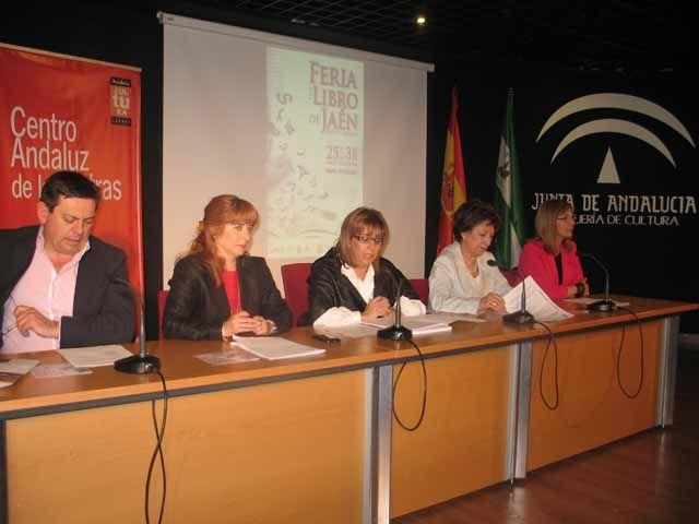 El escritor gallego Manuel Rivas impartirá la conferencia inaugural de la XXVII edición de la Feria del Libro de Jaén