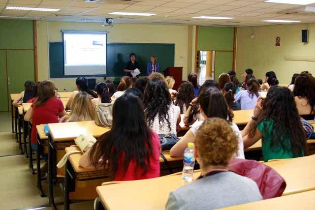 Alumnado de la Facultad de Humanidades y Ciencias de la Educación participa en unas jornadas de orientación profesional
