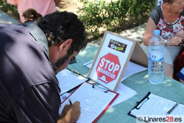 15-M Linares recoge firmas para una ILP con el fin de modificar la Ley Hipotecaria