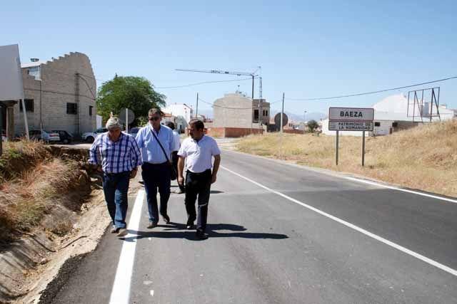 La Diputación acondiciona la carretera que une Baeza con su población de La Yedra