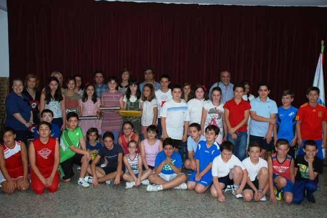 Cerca de cien alumnos de Primaria participan en el séptimo certamen de redacción sobre el centro sani-tario de Porcuna
