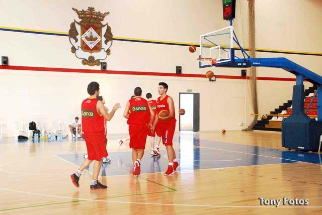 """Presentación oficial del torneo internacional de baloncesto masculino U18 """"Ciudad de Linares"""""""