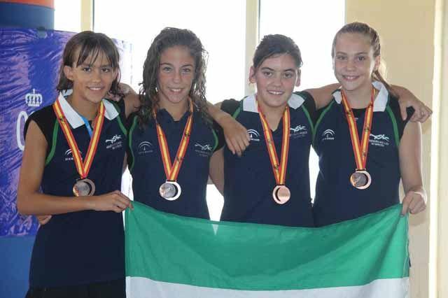 Natalia Rivas bronce con la selección andaluza en relevos en el campeonato de España de natación