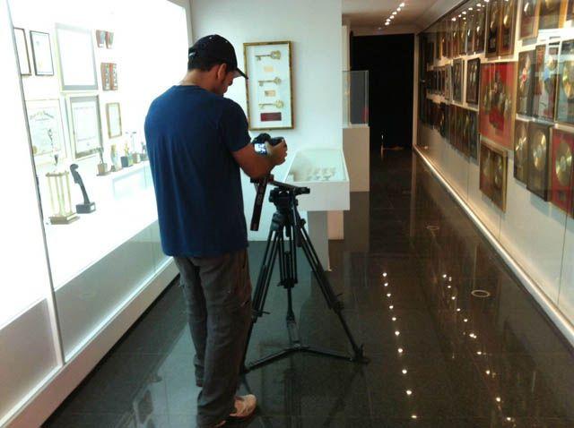 Raphael promociona su museo y la ciudad de Linares en TVE