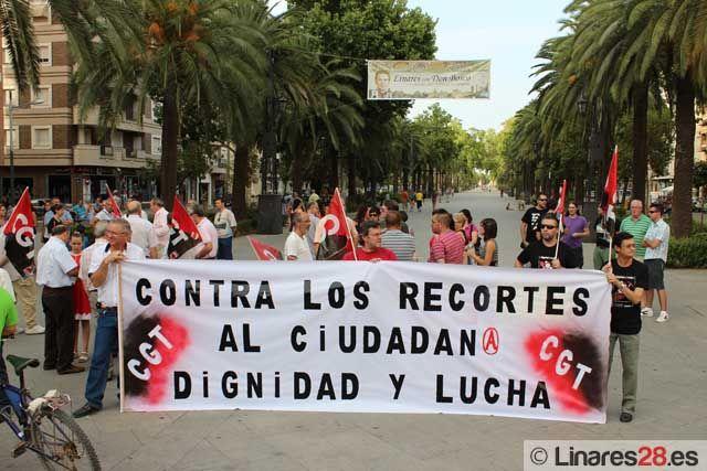 Se manifiestan en Linares contra los recortes