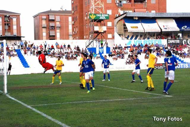 El Linares Deportivo vuelve a categoría nacional con un triunfo