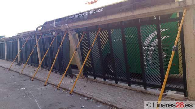 Repararán la valla siniestrada de la Estación de Autobuses