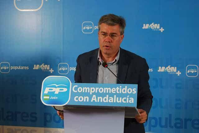 Antonio Martínez avala la candidatura de Fernández de Moya
