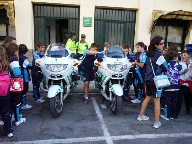 Cientos de escolares protagonizan la jornada de puertas abiertas en la Comandancia de la Guardia Civil