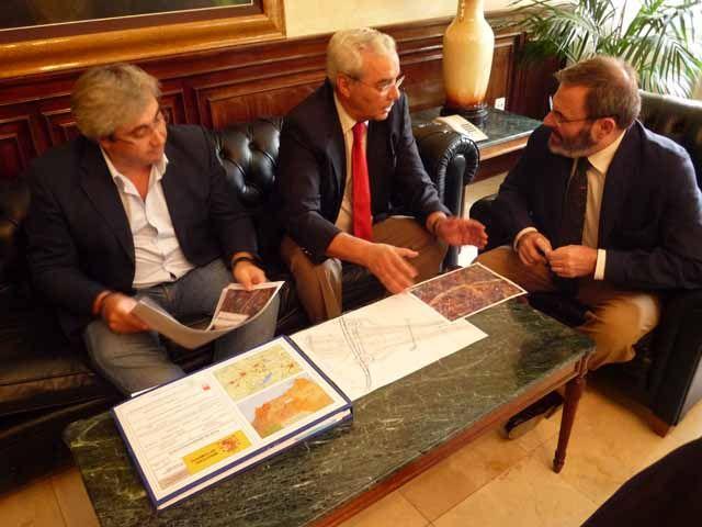 El subdelegado informa al alcalde de Baeza sobre el proyecto del acceso a la ciudad desde la autovía A-32