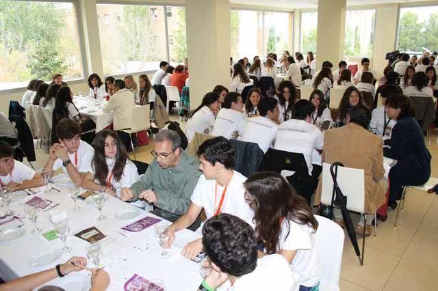 Un centenar de estudiantes de IES de la provincia participarán en un 'Café con ciencia' con personal científico de la Universidad de Jaén