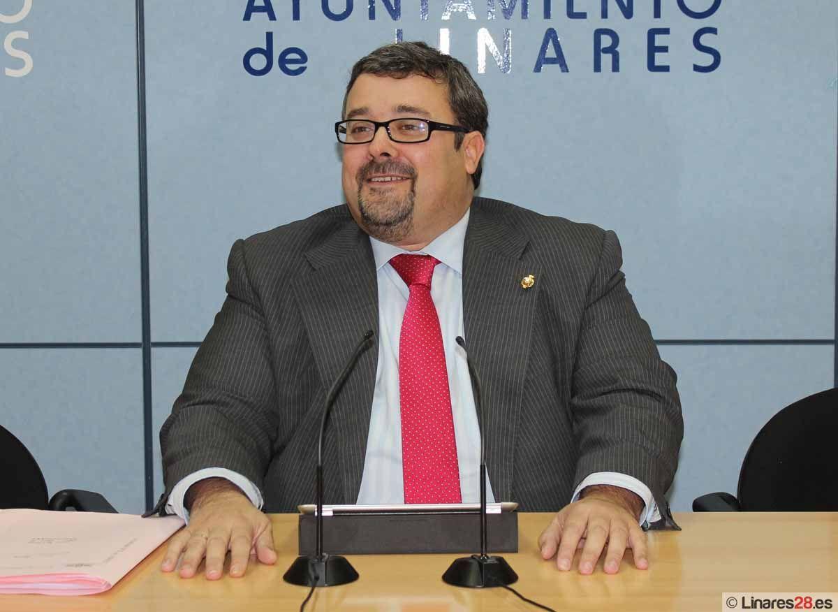 Luis Moya niega despilfarro y mala gestión en el Ayuntamiento de Linares