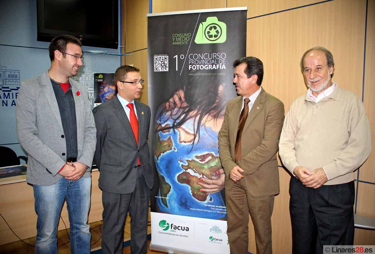 FACUA presenta en Linares la 1ª edición del Concurso Provincial de Fotografía para Jóvenes Estudiantes