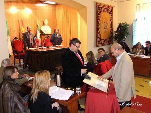 Felipe Padilla Sánchez toma posesión como nuevo concejal en el Ayuntamiento de Linares